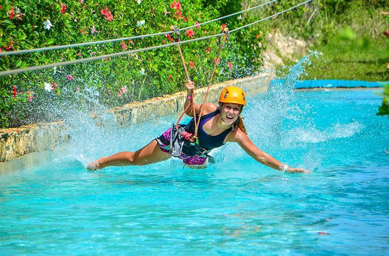 Zip Line Mega Splash & Piscina Con Cascada